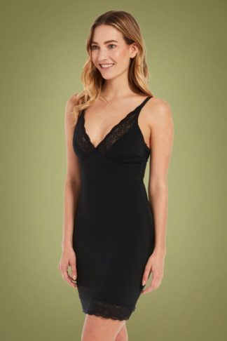 Be Pretty Lace Dress in Black