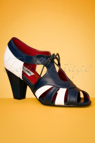 30s Manila Pumps in Navy and White