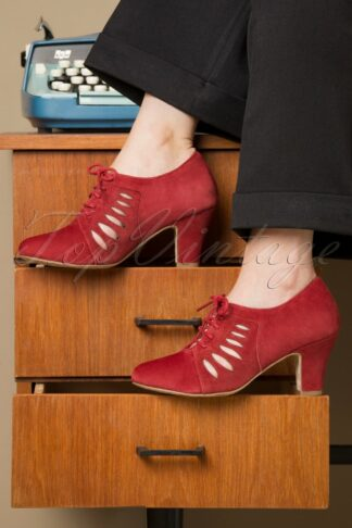 40s Ava In Charge Pumps in Warm Red