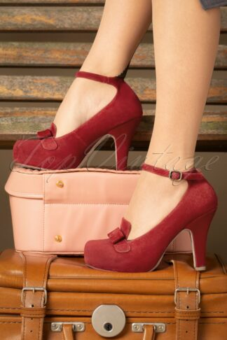 40s Angie On Adventure Pumps in Warm Red