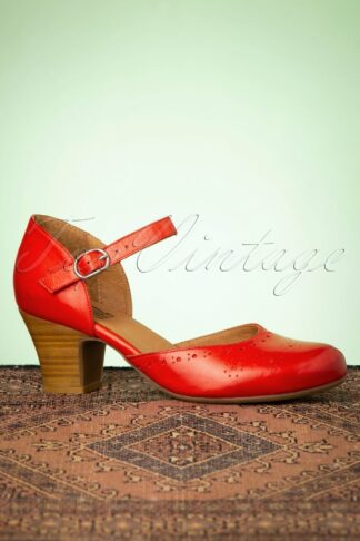 60s Focus Leather Mary Jane Pumps in Scarlet Red