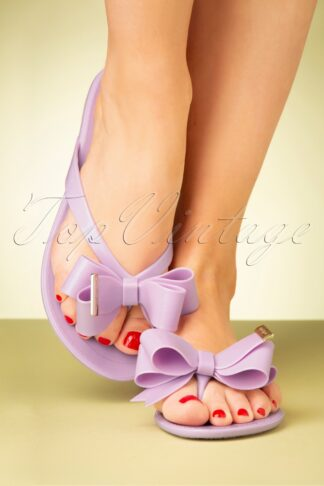 60s Lucky Bow Flip Flops in Lilac